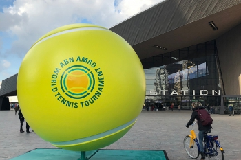 City dressing grote tennisbal